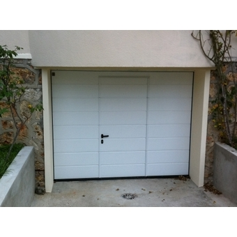Image porte garage maguisa for Porte de garage sectionnelle avec portillon sur mesure